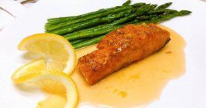 Hướng dẫn chế biến cá hồi áp chảo măng tây