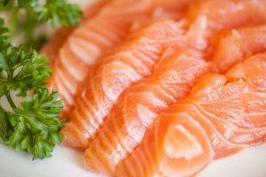 Ăn sống cá hồi có tốt không