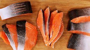 Cách chọn cá hồi tươi sống